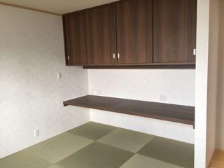 琉球畳敷の書斎です。造り付けの天袋・作業台・畳とのバランスが絶妙です。