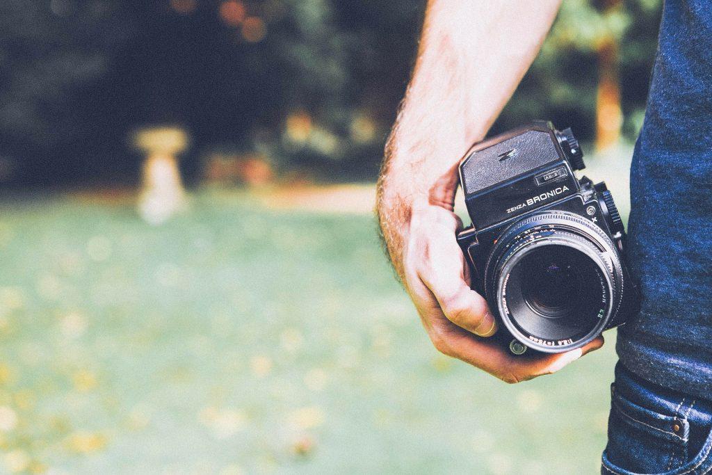 プロのカメラマンに家族写真を撮影してもらう