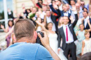結婚式の二次会写真、プロカメラマンは必要?友人に頼む?