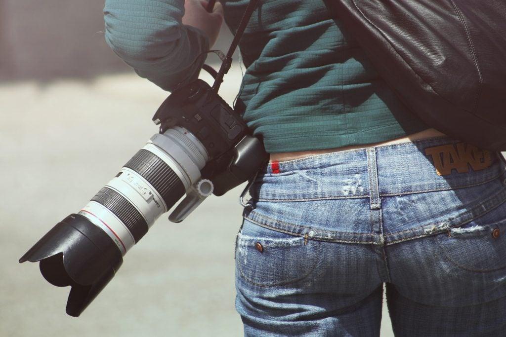カメラマンを依頼する相場はいくら?
