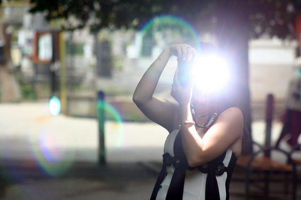 カメラフラッシュ