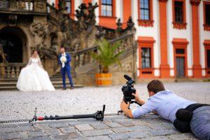結婚式のビデオ撮影は外注に発注しよう!