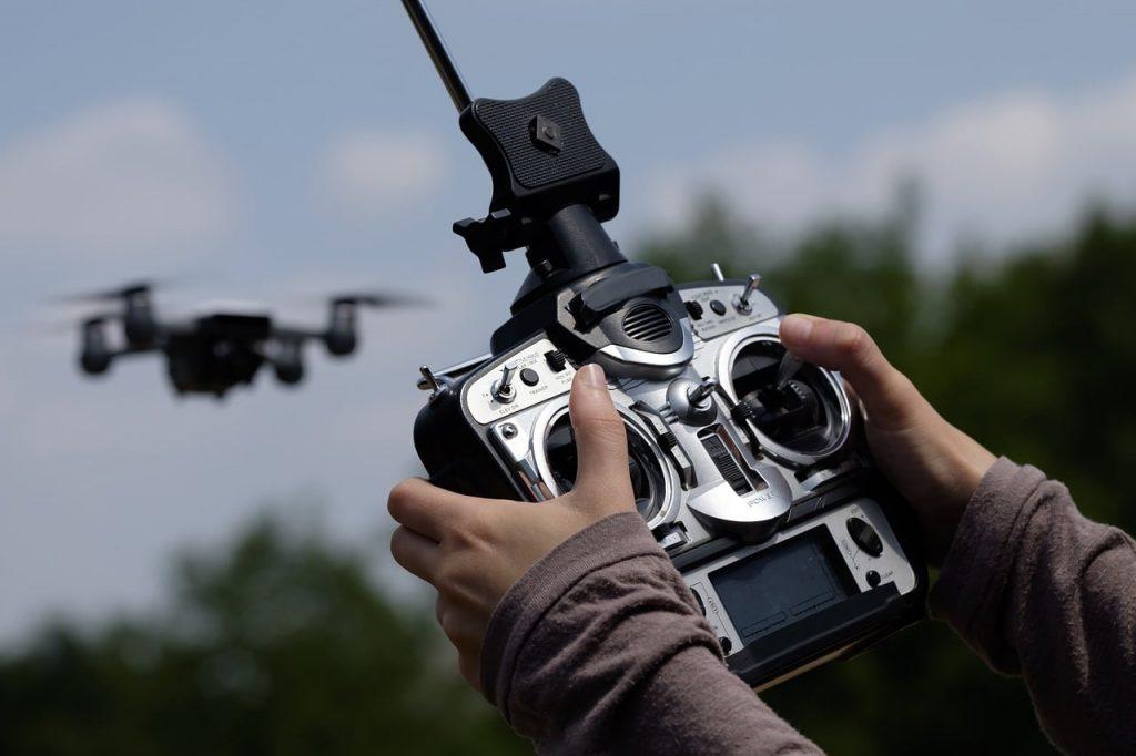 ドローン測量のカメラマンはミツモアで