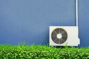 エアコンの室外機の音や水漏れの原因と対策、予防法をご紹介!