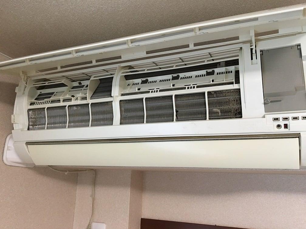 エアコンのフィルターの裏