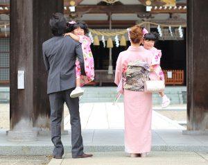 神社やお寺で家族写真を撮影することもおすすめ