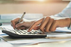 相続税の申告書と添付書類を徹底解説!申告書は自分で作成できる?【税理士監修】