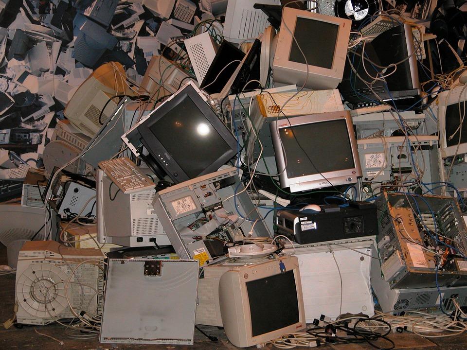 パソコンを処分する前にデータ消去する画像