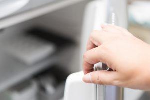 冷蔵庫の寿命は何年?30年使った冷蔵庫の買い替えの判断基準は電気代