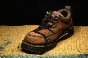 【靴処分の仕方】運気上昇!?捨てるタイミングと基準も解説!