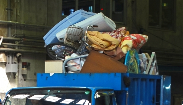 自治体で処分するスーツケース