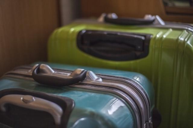 処分するスーツケース画像