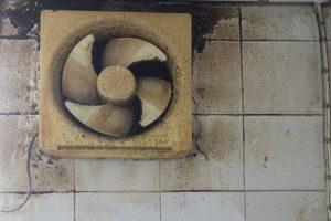 換気扇の異音の原因は汚れ、破損、故障かも。自分でできる掃除の方法