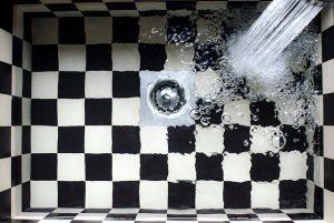 排水口の臭いは元から絶つ!自分でできる掃除の方法と毎日の対策