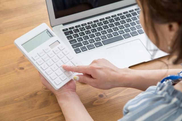 個人事業税額は所得などから概算を計算できます