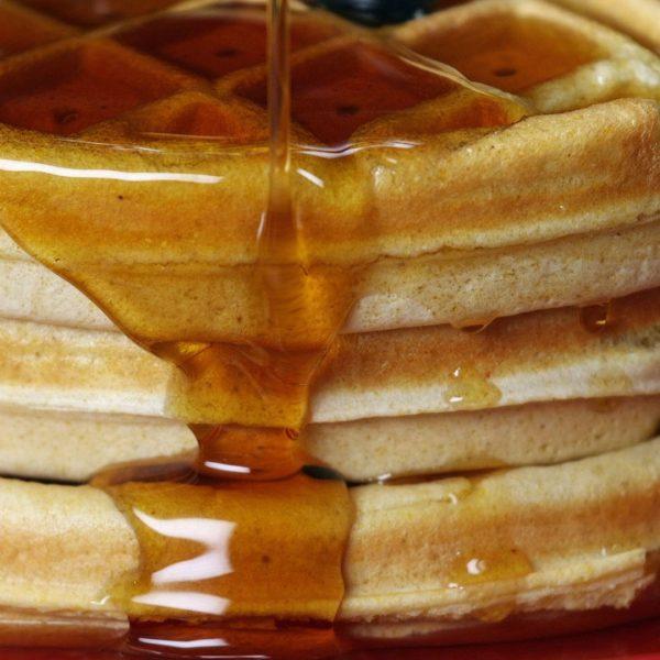 パンケーキにシロップが垂れた瞬間