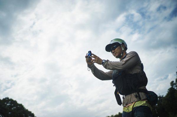 男性 空 カメラ撮影