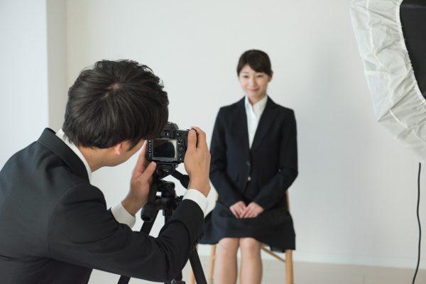 個人撮影をする女性