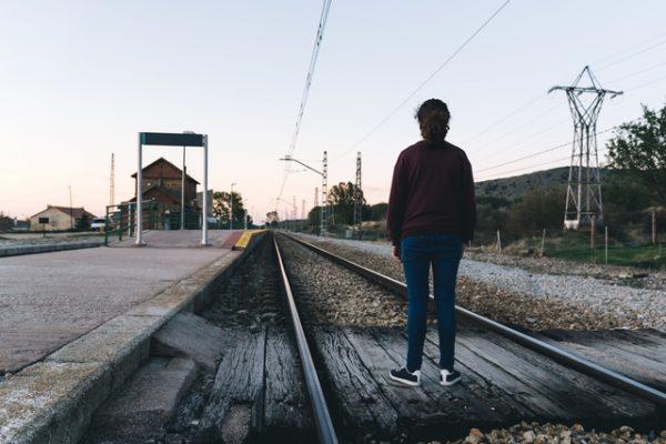 線路 駅 女性