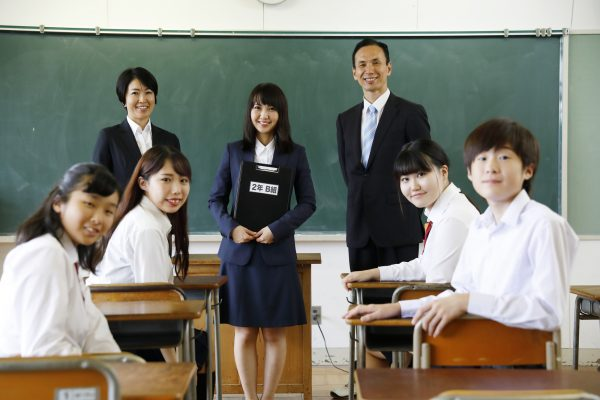 卒業式の集合写真