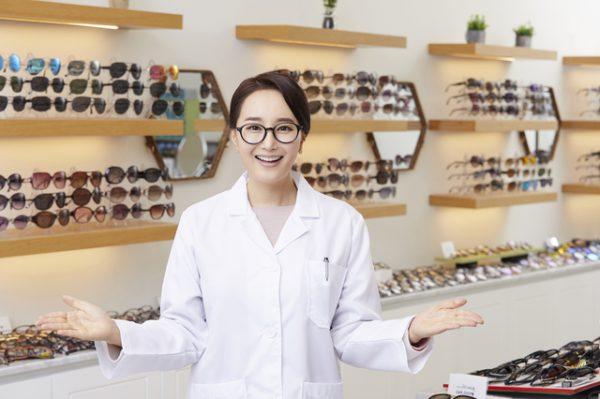 眼鏡を販売店に引き取ってもらって処分する方法