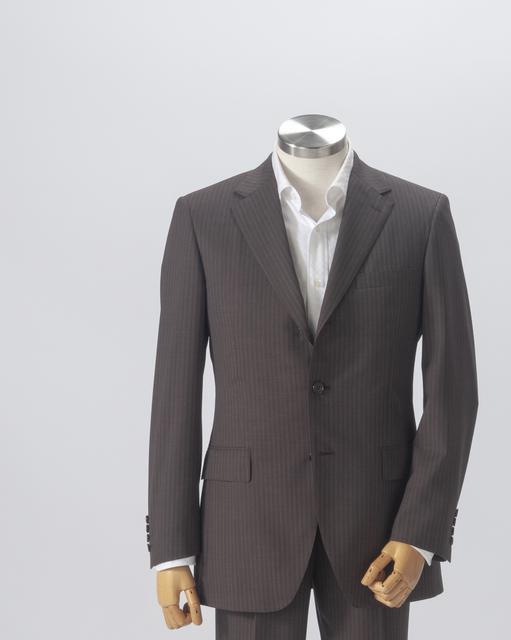 スーツのトルソー写真。