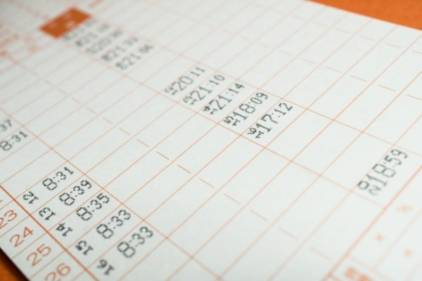 給与計算を税理士に依頼する際は、タイムカードなどの勤怠情報が必要です
