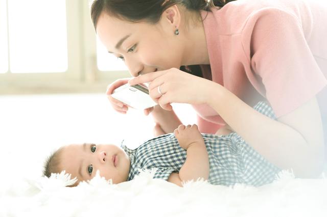 赤ちゃんの写真をよりかわいく撮るアイデアやコツ、整理方法を紹介!