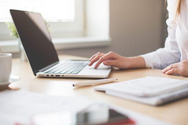 年末調整で配偶者控除を申請するときの必要書類と書き方