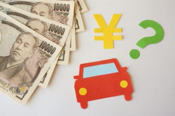 車は減価償却する資産。数年に渡って経費計上します