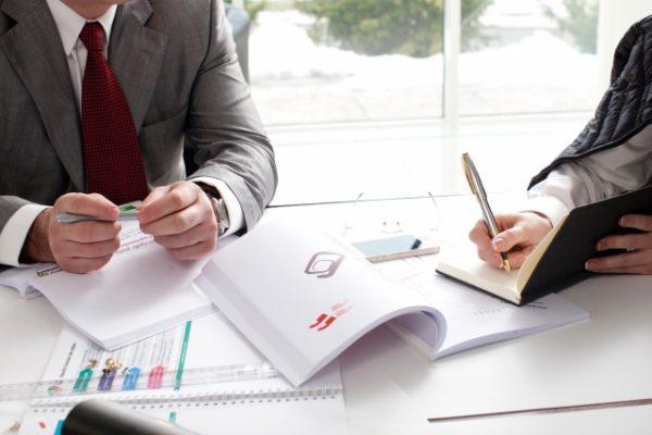 青色申告の書類作成は税理士に依頼すると安心です