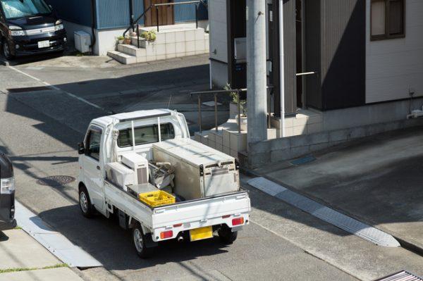 スピーカーで回ってくる無料廃品回収業者は違法業者?