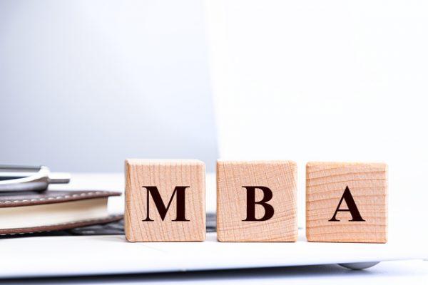中小企業診断士やMBAなどの資格をもつ税理士がおすすめです