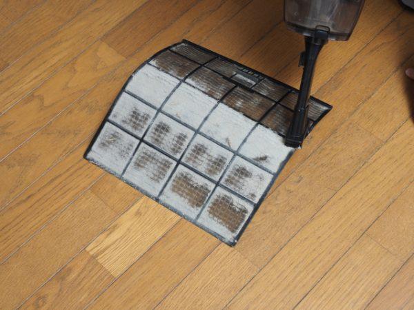 エアコンフィルター掃除の画像