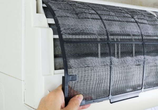 エアコンのフィルター掃除方法について