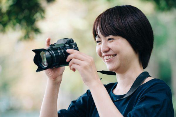 家族、子どもが得意な女性カメラマン