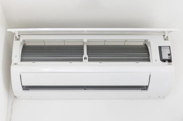 エアコン掃除の必要性について説明